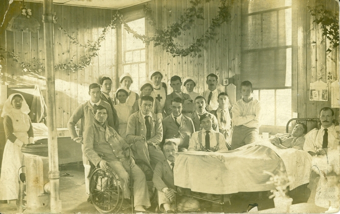Mr Rowe (3rd from right, middle row) in East Suffolk hospital Christmas 1915